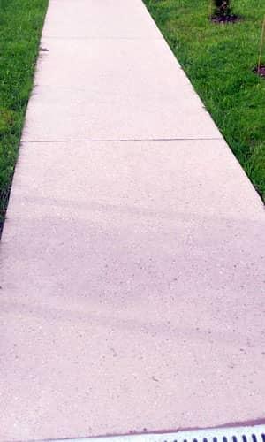 Мощеная дорожка из бетона