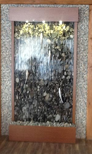 Водопад по камню из мрамора