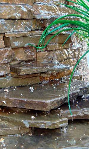 Водопад на даче из камня