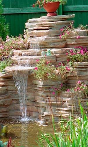 Водопад на даче из плитняка