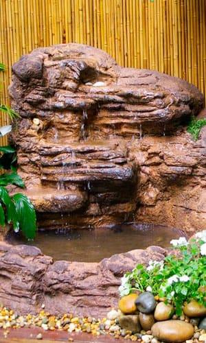 Искусственный каскадный водопад
