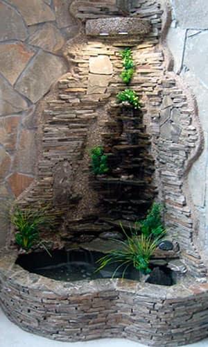 Каскадный водопад в помещении