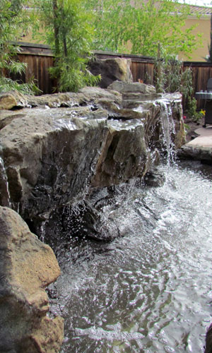 Ландшафтный водопад в виде стены