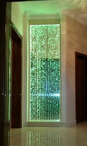 Пузырьковая панель в коридоре