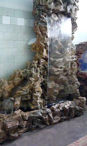 Водопад из пластика в бане