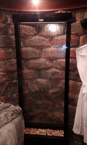 Водопад по стеклу в ателье