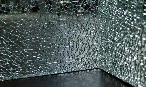 Треснувшее закаленное стекло