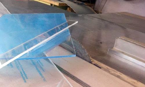 Резка акрилового стекла