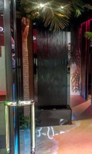 Водопад в интерьере салона
