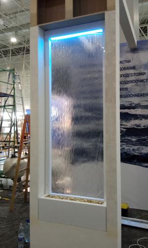 Водопад на выставке