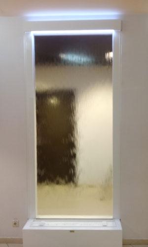 Зеркальный водопад в интерьере