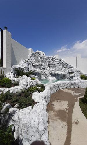 Водопад в дизайне ландшафта