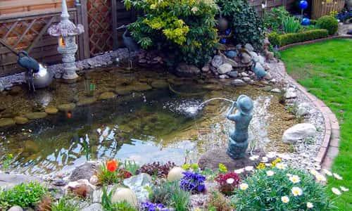 Пруд декоративный с фонтаном