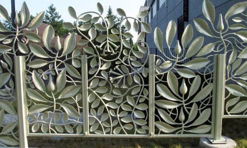 Кованый забор в виде листьев